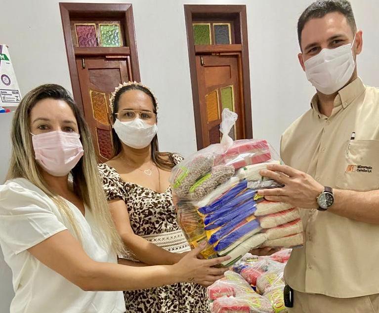 Doação de 100 cestas
